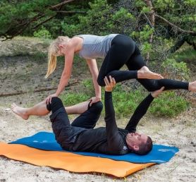 Partner Yoga + Acro Yoga 75